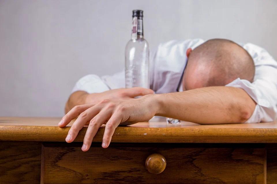 禁酒の効果とは?メリットとデメリット、やり方について解説