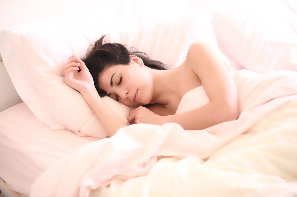 睡眠不足で体調不良になったらチェック!原因と対処法まとめ
